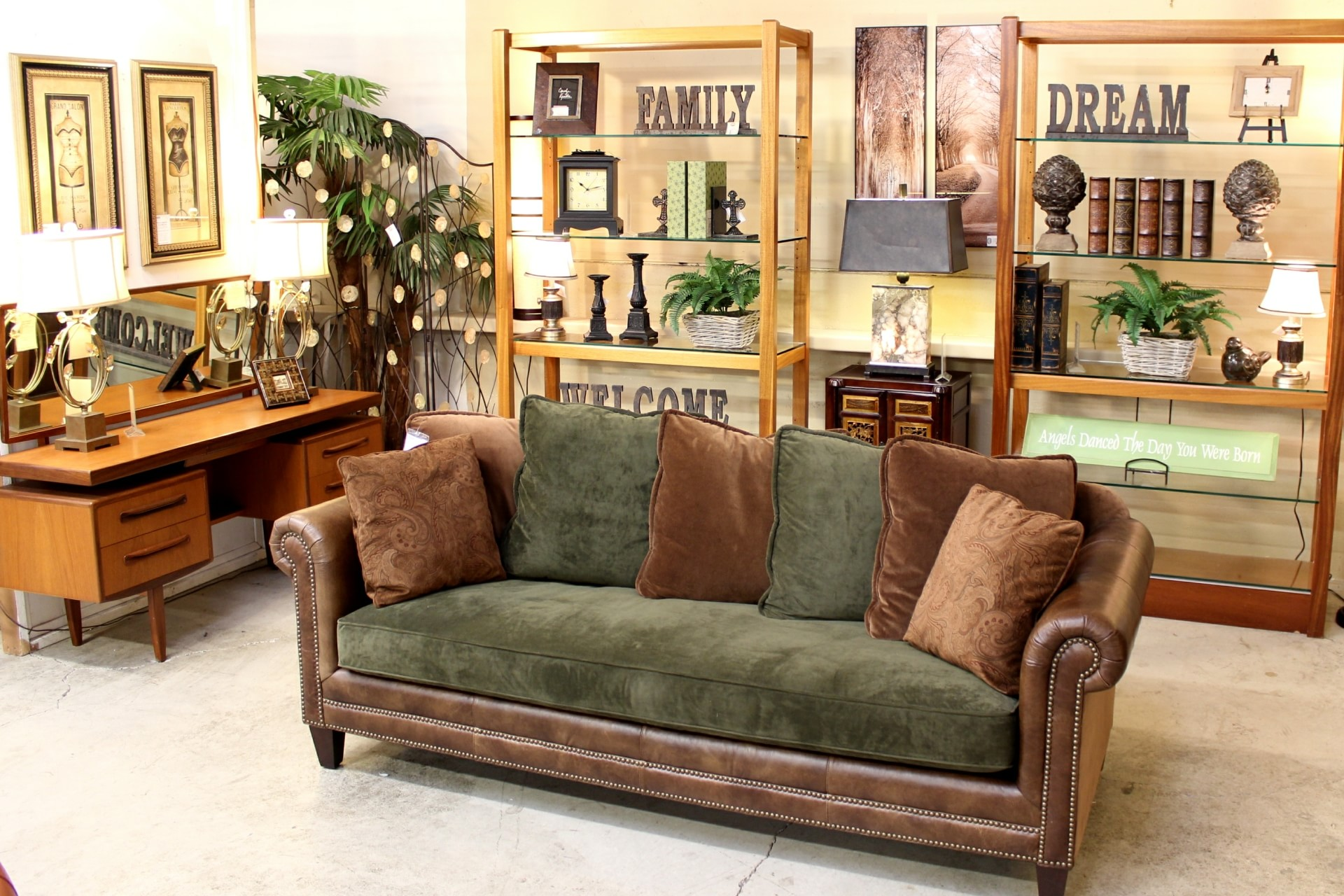 Upscale consignment upscale used furniture decor for Home decor outlet near me